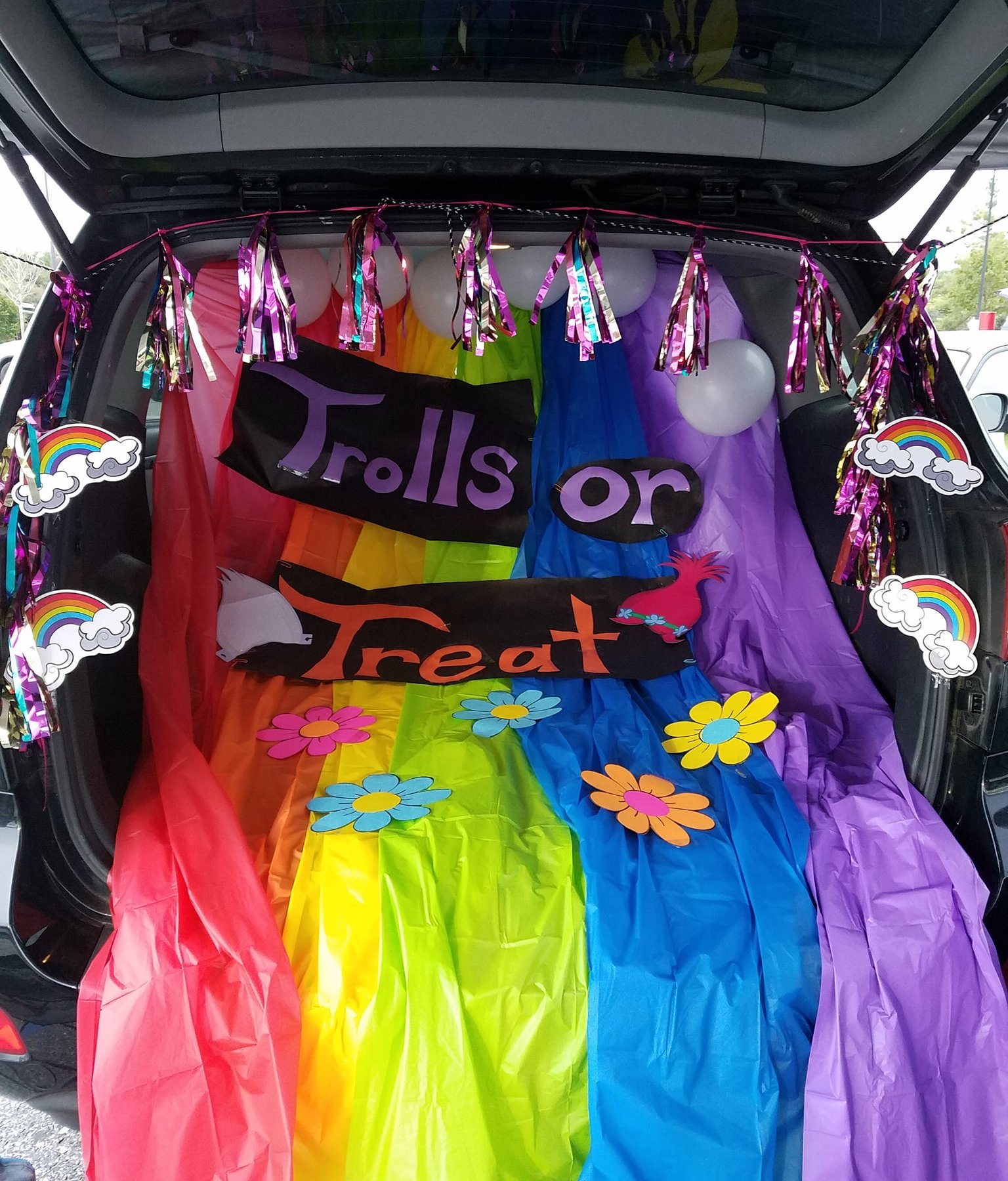 trolls trunk or treat set up